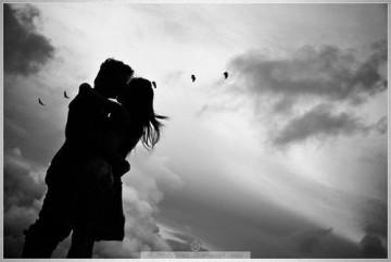 Khi tình yêu còn đó